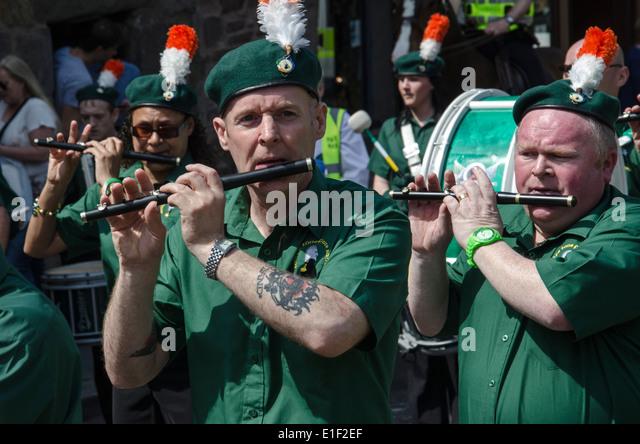 Mitglieder einer Irish Republican Flute Band auf James Connolly Memorial März in Edinburgh, 2014. Stockbild