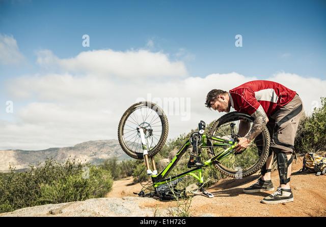 Downhill Biker Befestigung Mountainbike Stockbild