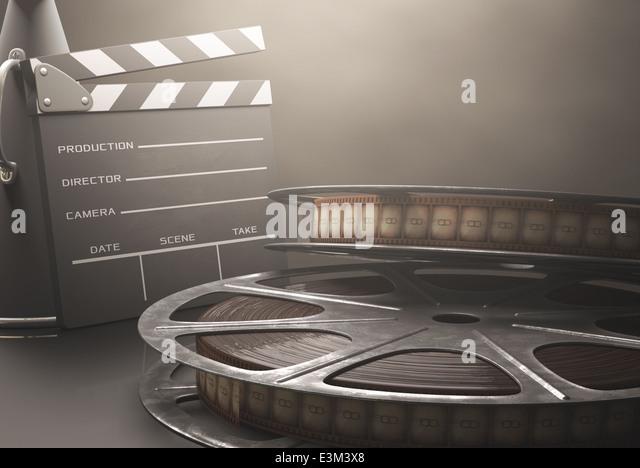 Klappe mit Filmrollen im Kino Retro-Konzept. Stockbild