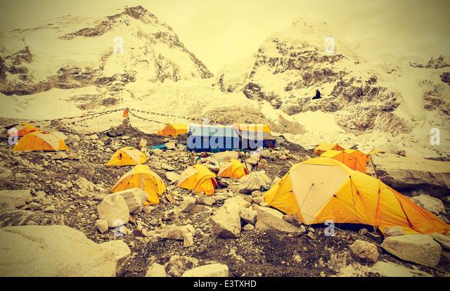 Zelte im Everest Base Camp im bewölkten Tag, Nepal, Vintage Instagram-retro-Stil. - Stock-Bilder