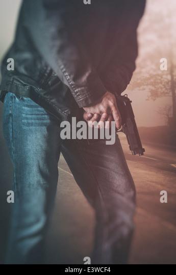 Mann mit einer Pistole Stockbild
