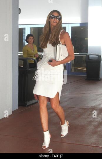 Elle McPherson und Ehemann Jeffrey Soffer besuchen Art Basel in Miami Beach Convention Center.  Mitwirkende: Elle Stockbild