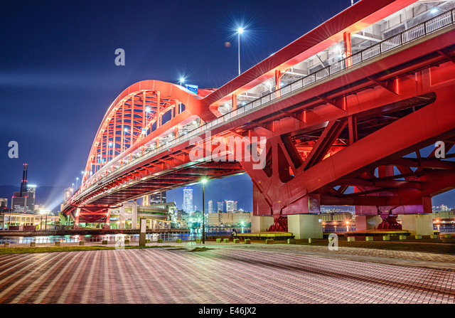 Kobe, Japan am Hafen-Insel-Brücke. Stockbild