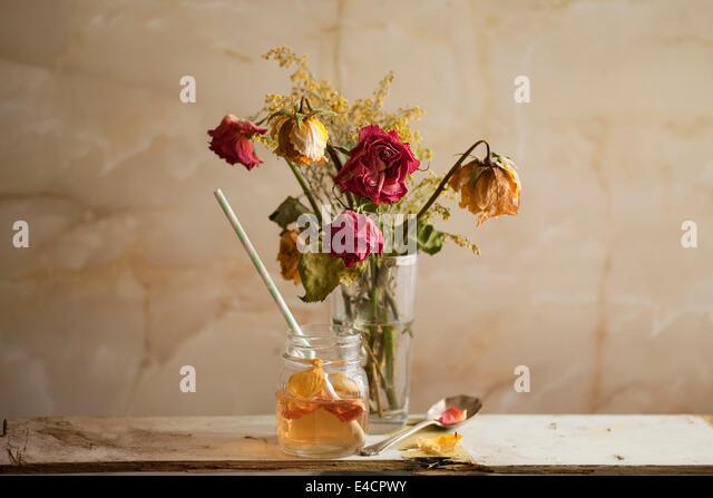 Ein leichtes Getränk erfrischender Rose Petal Tee. Stockbild