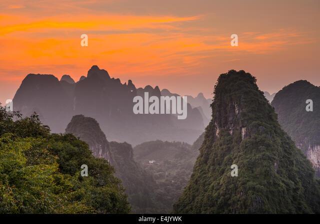 Karst Gebirgslandschaft in Xingping, Provinz Guangxi, China. Stockbild