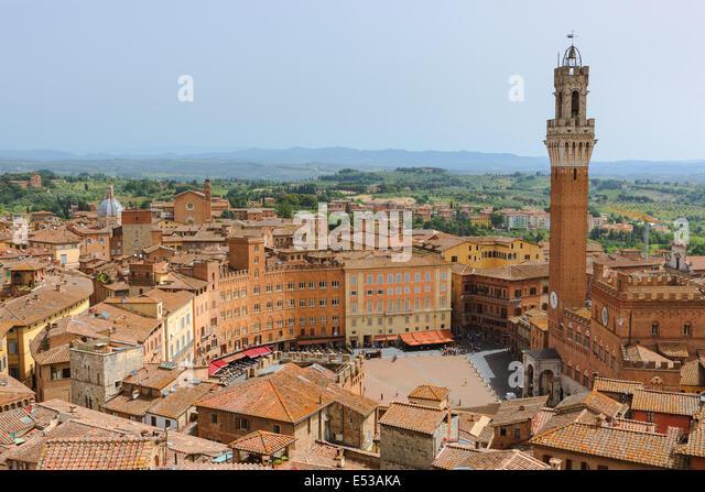 Von der Spitze des dell'Opera Il Museo del Duomo. Der feinste Beobachtung Punkt von Siena. Ein atemberaubendes Stockbild