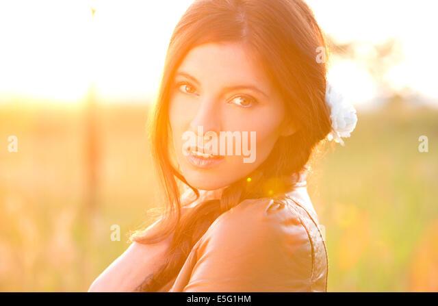 Frau mit lange brünette Haare Stockbild