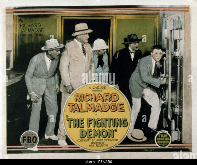 DER Kampf gegen Dämon, Richard Talmadge (rechts), 1925 Stockbild