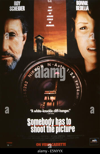 SOMEBODY hat zu schießen THE PICTURE, US-Plakat, von links: Roy Scheider, Bonnie Bedelia, 1990, © HBO/Courtesy Stockbild