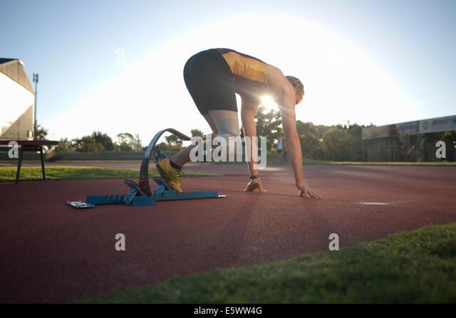 Sprinter in Startposition Stockbild