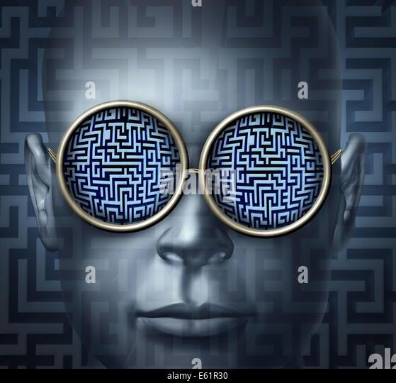Globale Lösungen Geschäftskonzept als einen menschlichen Kopf, Brille mit einem Irrgarten oder Labyrinth Stockbild