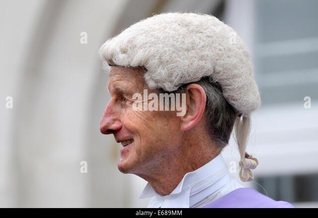 Richter (Jeremy Carey) bei einem Civic Day Parade zu Ehren die Wahl des neuen Bürgermeister von Maidstone Stockbild