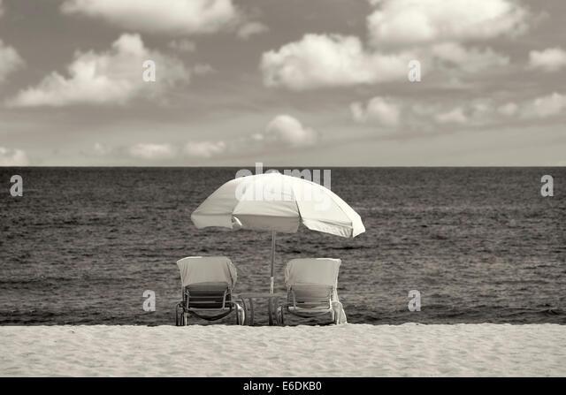 Sonnenschirm und Stühlen. Strand im Four Seasons, Lanai, Hawaii. Stockbild