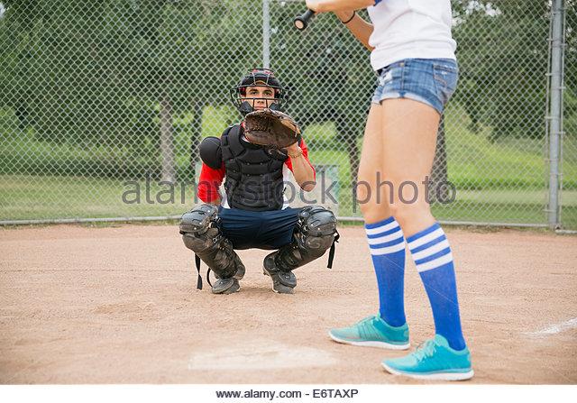 Catcher bereit für Ball zu Hause Platte Stockbild