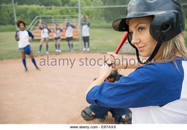 Baseball-Spieler bereit für Ball zu Hause Platte Stockbild