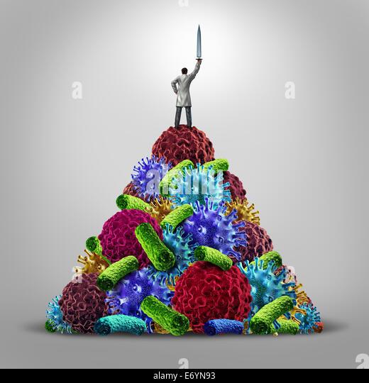 Medizinische Held Gesundheitswesen Konzept als Arzt stehend auf einem Berg von Krankheit Symbole als Virus Bakterien Stockbild
