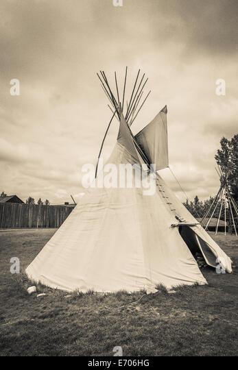 Ein Indianerzelt (Tipi, Tipi) ist ein Plains-Indianer nach Hause. Hergestellt aus Büffelleder befestigt um Stockbild