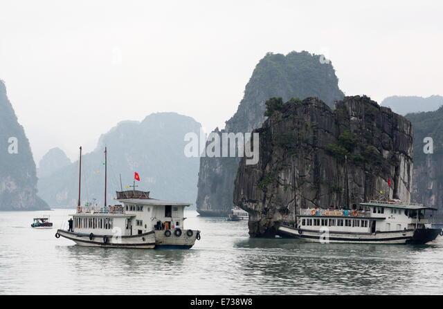 Chinesische Dschunke in der Halong-Bucht, UNESCO-Weltkulturerbe, Vietnam, Indochina, Südostasien, Asien Stockbild