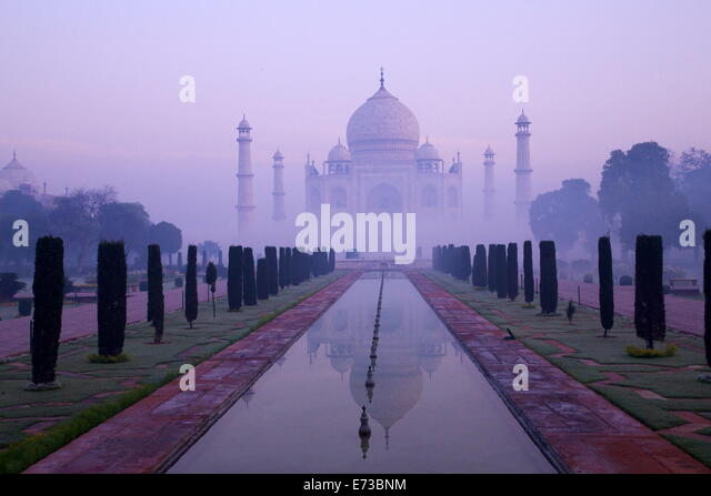 Taj Mahal in Dämmerung, UNESCO-Weltkulturerbe, Agra, Uttar Pradesh, Indien, Asien Stockbild