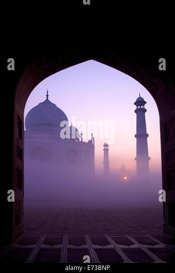 Taj Mahal bei Sonnenaufgang, UNESCO-Weltkulturerbe, Agra, Uttar Pradesh, Indien, Asien - Stock-Bilder