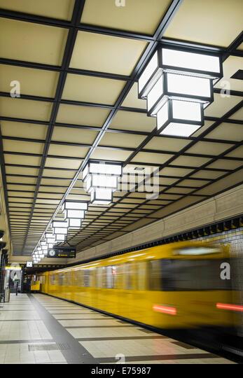 U-Bahn Haltestelle Paracelsus-Bad in Berlin u-Bahn U-Bahn-System in Deutschland Stockbild