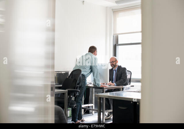 looking at each other stockfotos looking at each other bilder alamy. Black Bedroom Furniture Sets. Home Design Ideas
