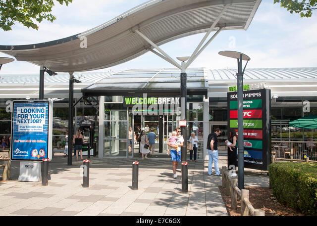 M25 Autobahnraststätten im Welcome Break Service-Station, South Mimms, Potters Bar, Hertfordshire, England Stockbild