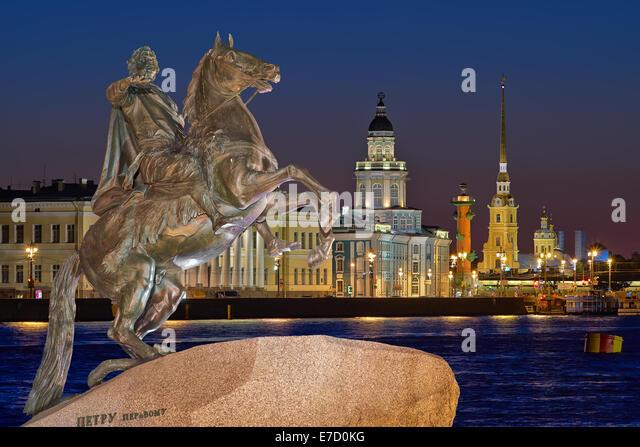Nachtansicht des Zentrums ST. PETERSBURG, und das Denkmal Peter 1 Stockbild