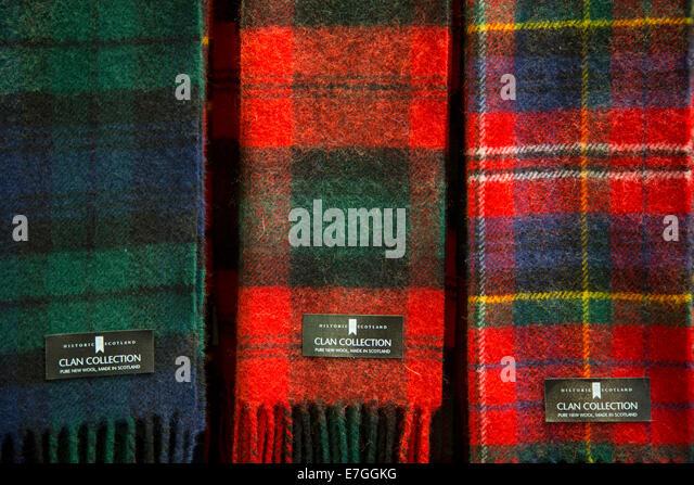 Schottische Tartan Schals zum Verkauf in Hightlands, Schottland Stockbild