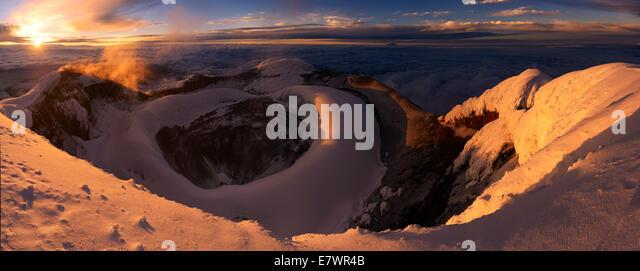 Krater des Cotopaxi Vulkan bei Sonnenaufgang, Quito, Ecuador Stockbild