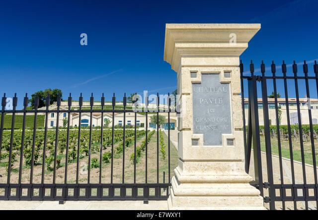 Melden Sie sich auf Post am Eingang zum Chateau Pavie, ein Grand Cru Classe Premiere Wein in St. Emilion, Bordeaux, Stockbild