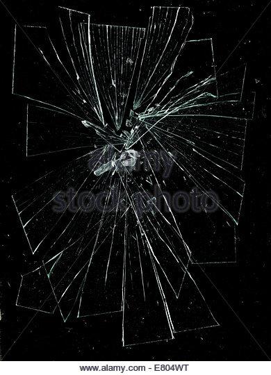 zerbrochene & gebrochene Glas vor schwarzem Hintergrund Stockbild