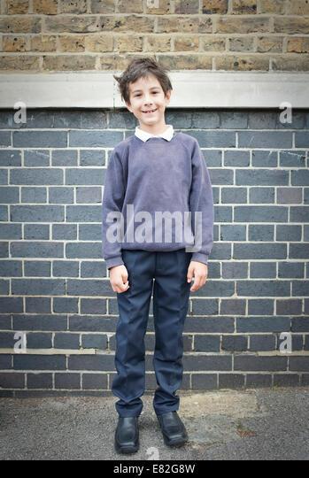 Porträt eines jungen im Spielplatz lächelnd in Richtung Kamera Stockbild