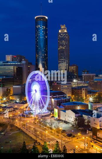 Skyline der Stadt, erhöhten Blick über Downtown und der Centennial Olympic Park in Atlanta, Georgia, Vereinigte Stockbild