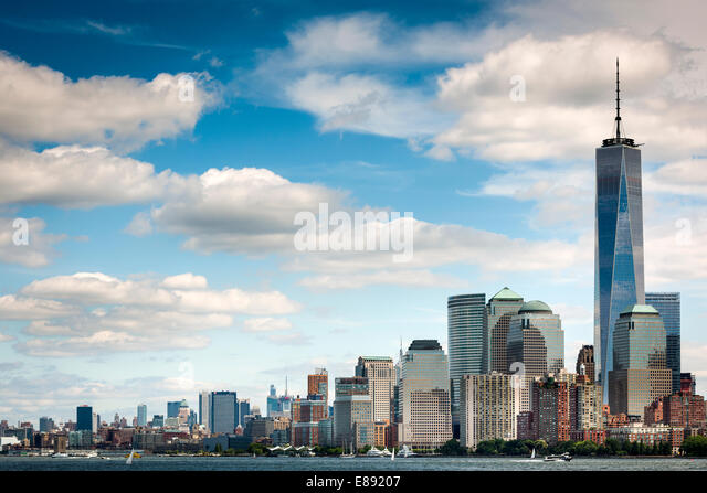 Der Freedom Tower überragt Battery Park, Downtown Manhattan, New York Stockbild
