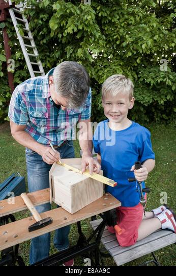 Teamarbeit junge Mann Vater Sohn arbeiten Stockbild