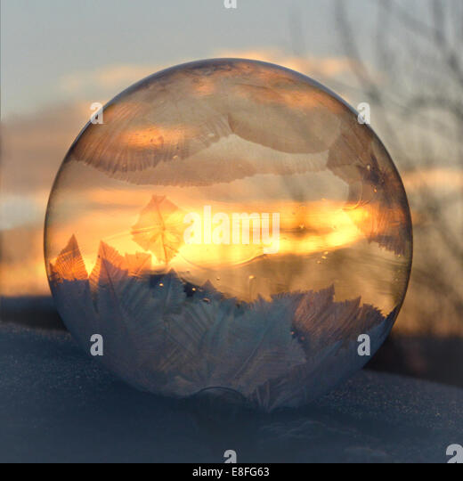 Gefrorene Seifenblase bei Sonnenaufgang, Colorado, America, USA Stockbild