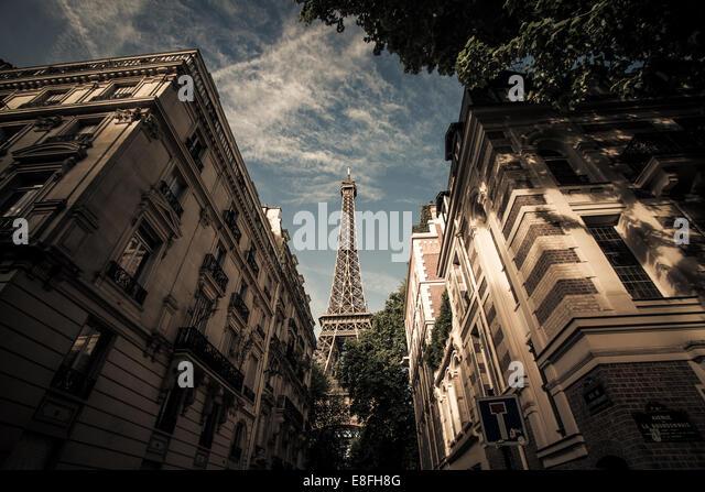 Frankreich, Paris, Eiffelturm, von der Straße gesehen Stockbild