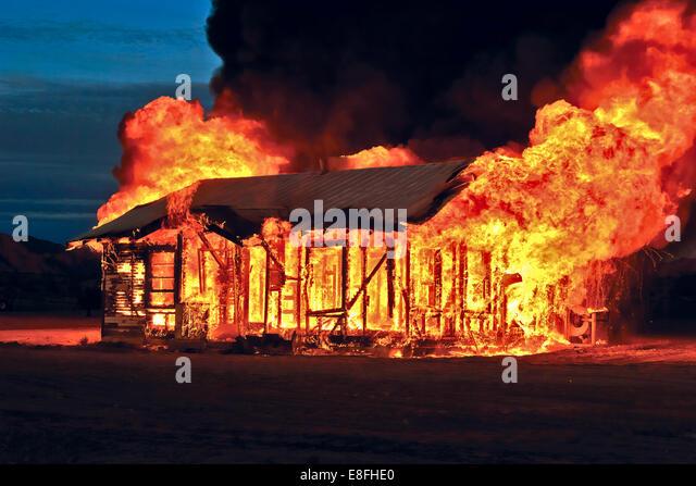 Verlassenes Haus auf Feuer, Gila Bend, Arizona, America, USA Stockbild