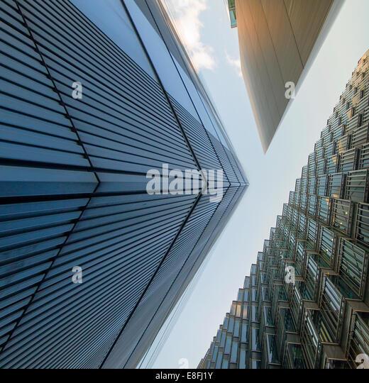Niedrigen Winkel Blick auf Büro Gebäude, London, England, UK Stockbild