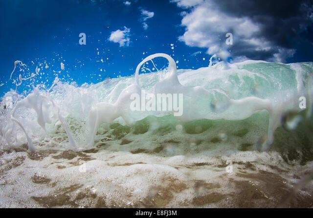 Nahaufnahme von Schaum auf der Welle Stockbild