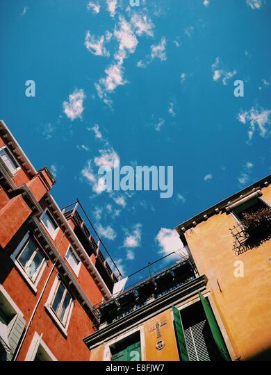 Italien, Venedig, Himmel über Gebäude Stockbild