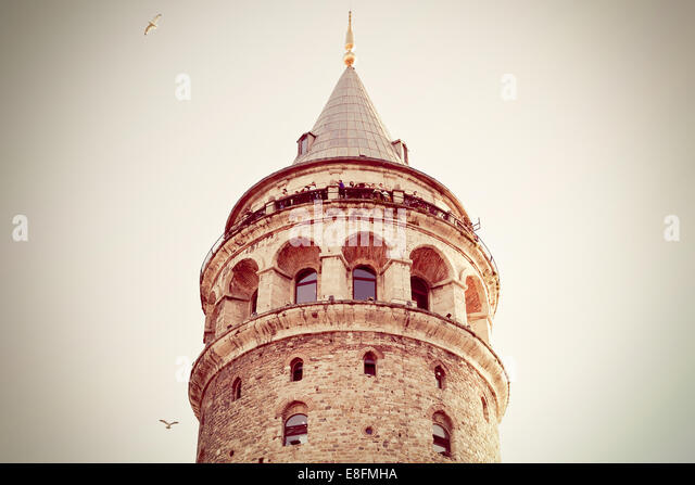Türkei, Istanbul, niedrigen Winkel Ansicht der Galata-Turm Stockbild
