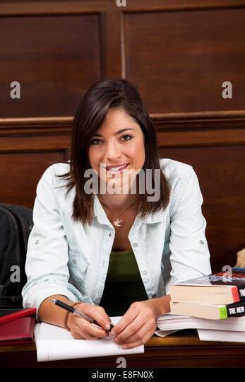 Studentin im Hörsaal Stockbild