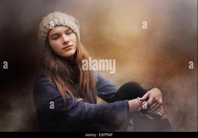 Teenager-Mädchen Tagträumen Stockbild