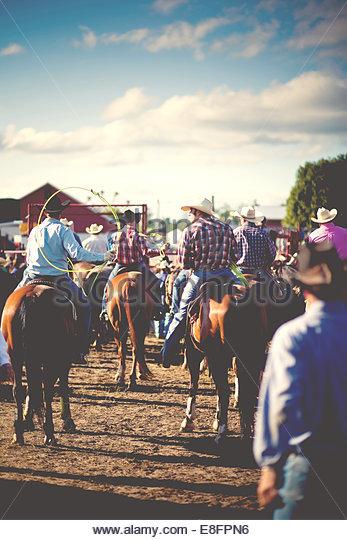 USA, Connecticut, modernen Cowboys zu Pferd beim rodeo Stockbild