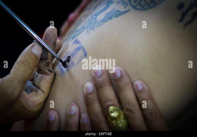 Thailand, Samut Prakan Province, Sak Yant, wo Mönche Anhänger Tattoo, Festival Stockbild