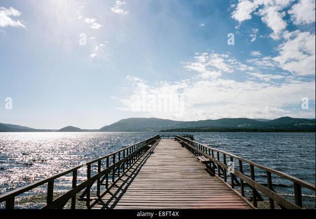 Chile, Chiloé Insel, Bild von Pier am sonnigen Tag Stockbild