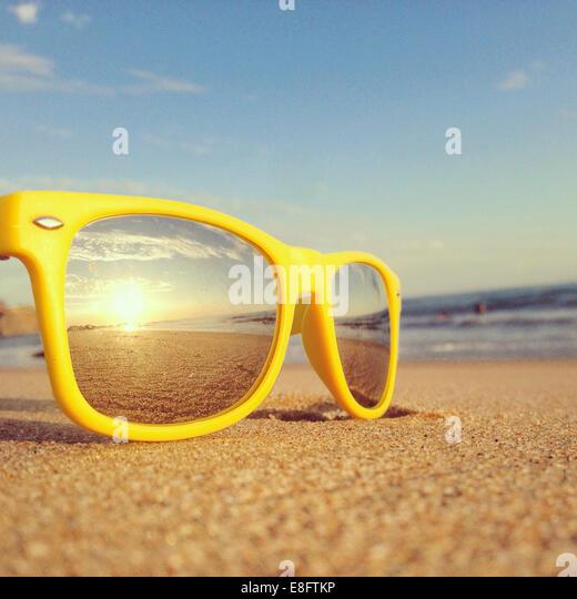 Strand-Reflexion in Sonnenbrillen Stockbild