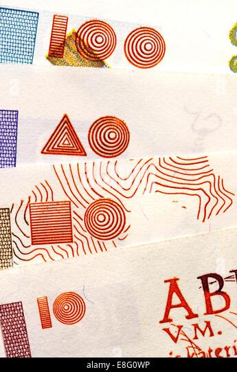 Detail des slowenischen Banknoten (vor dem Beitritt zum Euro) zeigt die blinde Code, Tiefdruck Drucken helfen Identifikation Stockbild